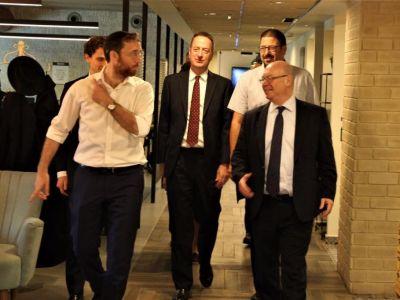 אליסטר ברט, השר הבריטי לענייני מזרח התיכון, מבקר בפרוייקטים של קרן ק.מ.ח בירושלים