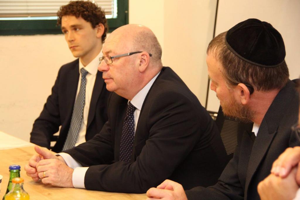 אליסטר ברט, השר הבריטי לענייני מזרח התיכון, מבקר בפרוייקטים של קרן ק.מ.ח
